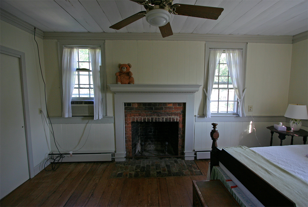 east bed fireplace