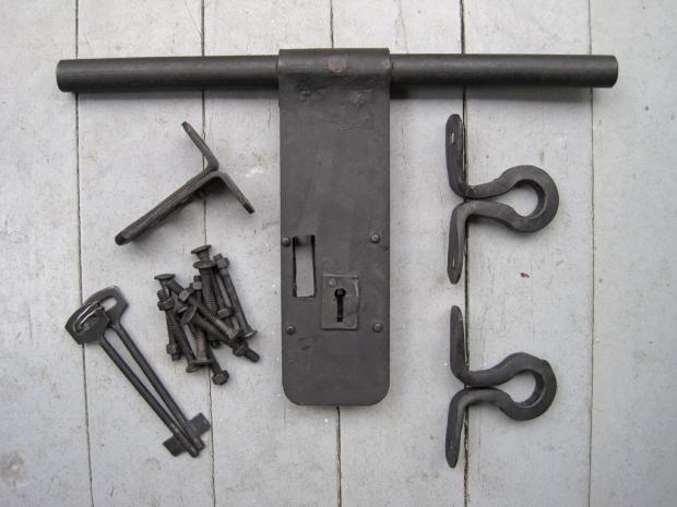 iron aldrop latch