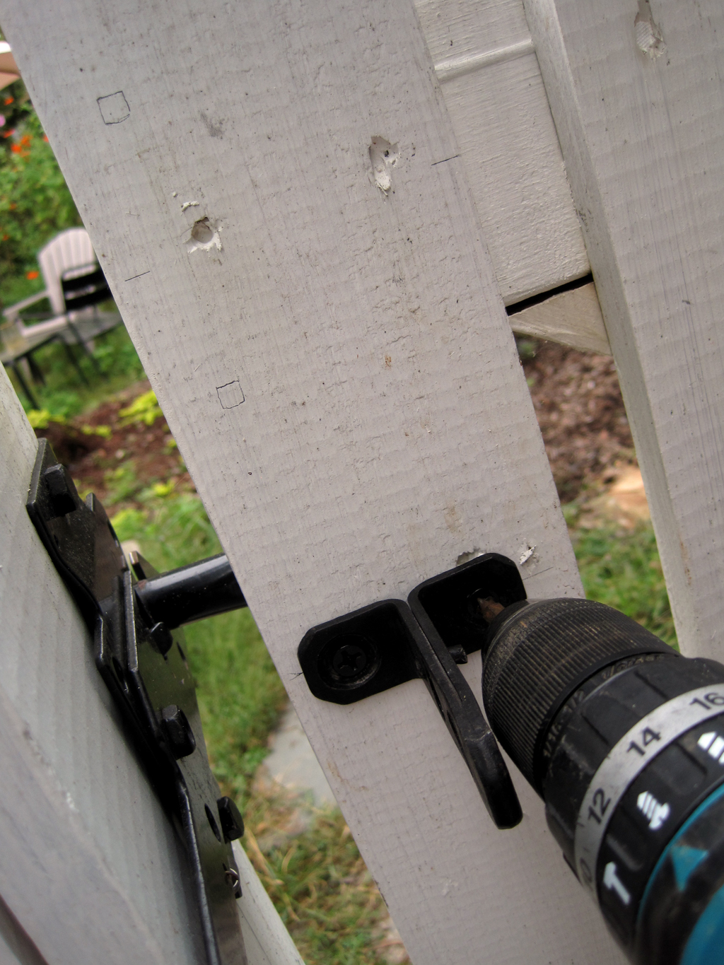 fence latch layout